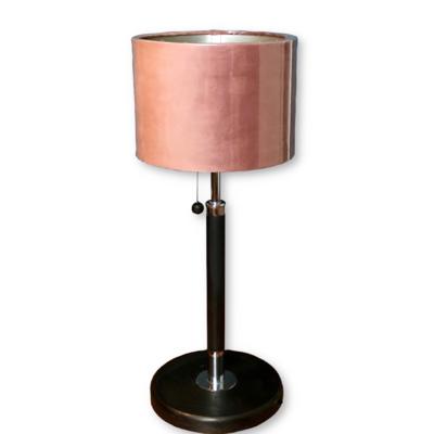 Gerestylede tafellamp met velourskap oud roze
